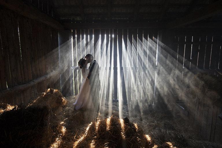 Płonąca stodoła fotografia ślubna